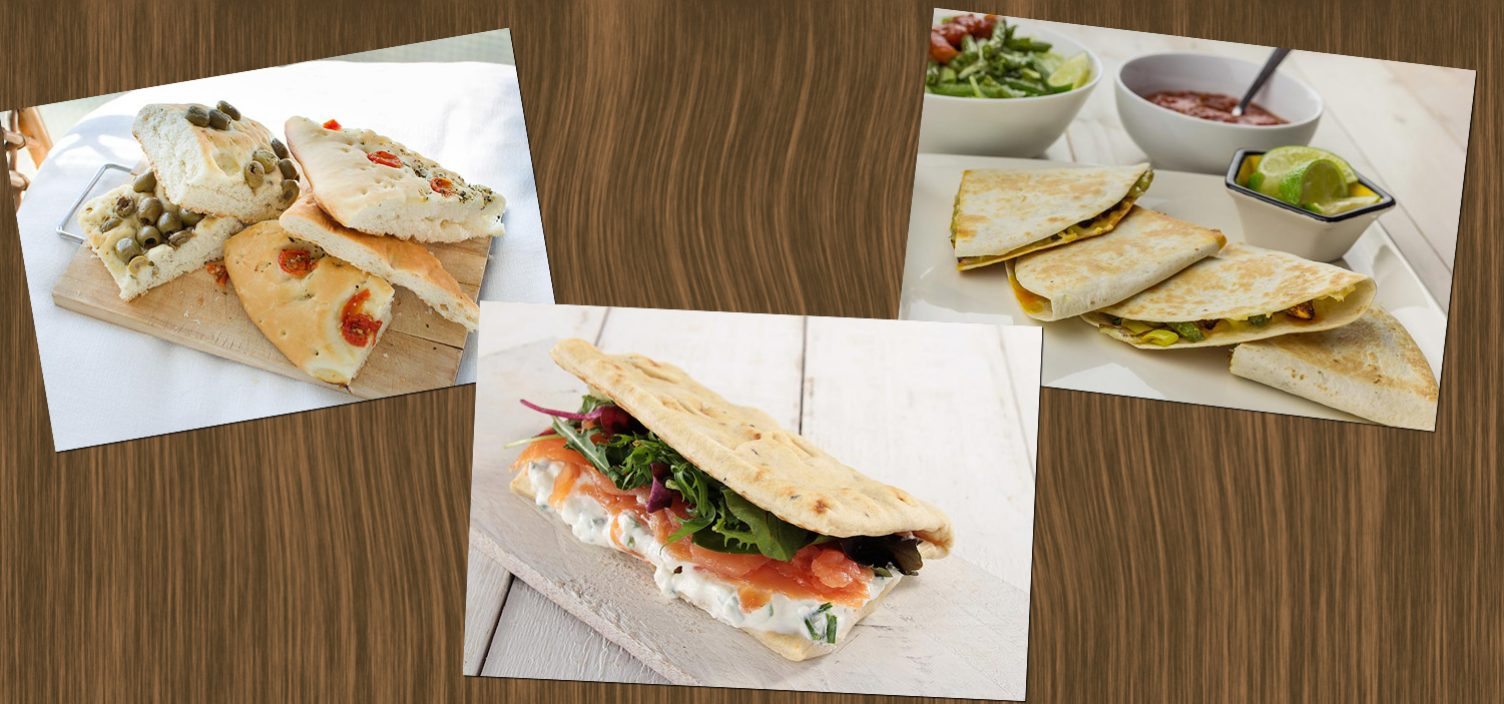 Drei Fotografien von Pitabrot in verschiedenen Varianten auf dunkelbrauner Holzoberfläche. Links oben mit Oliven und Tomaten; Mitte mit Sauerrahm, Frischkäse und Ruccola; rechts oben mit Gemüse, Limette und Salsa.