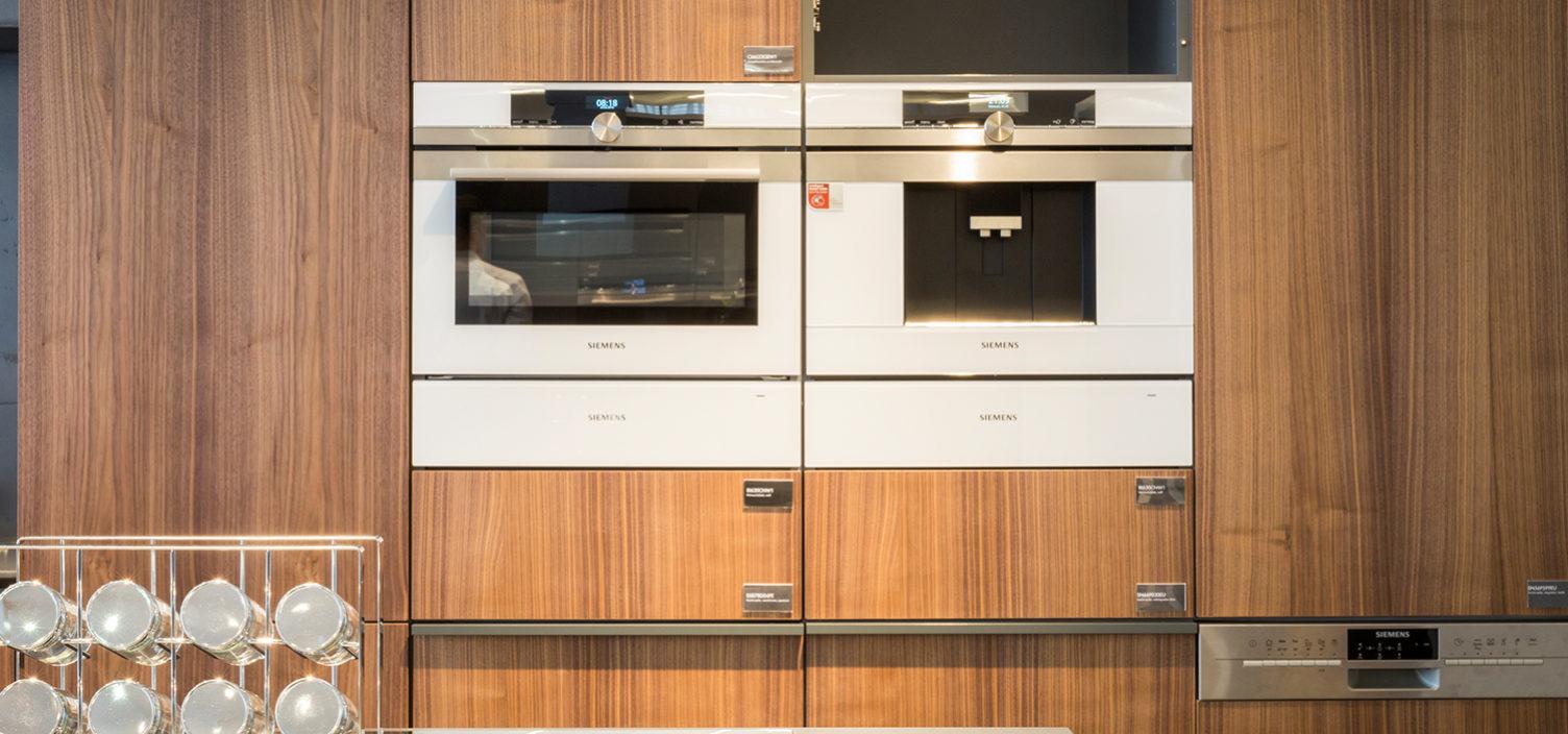 Siemens Showroom - weiße Backöfen